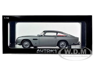 Brand new 118 scale diecast model car of Aston Martin DB5 Silver die