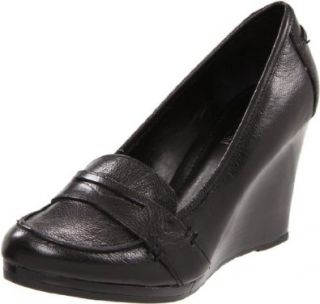 Kenneth Cole REACTION Womens Flirt It Up Wedge Pump Shoes